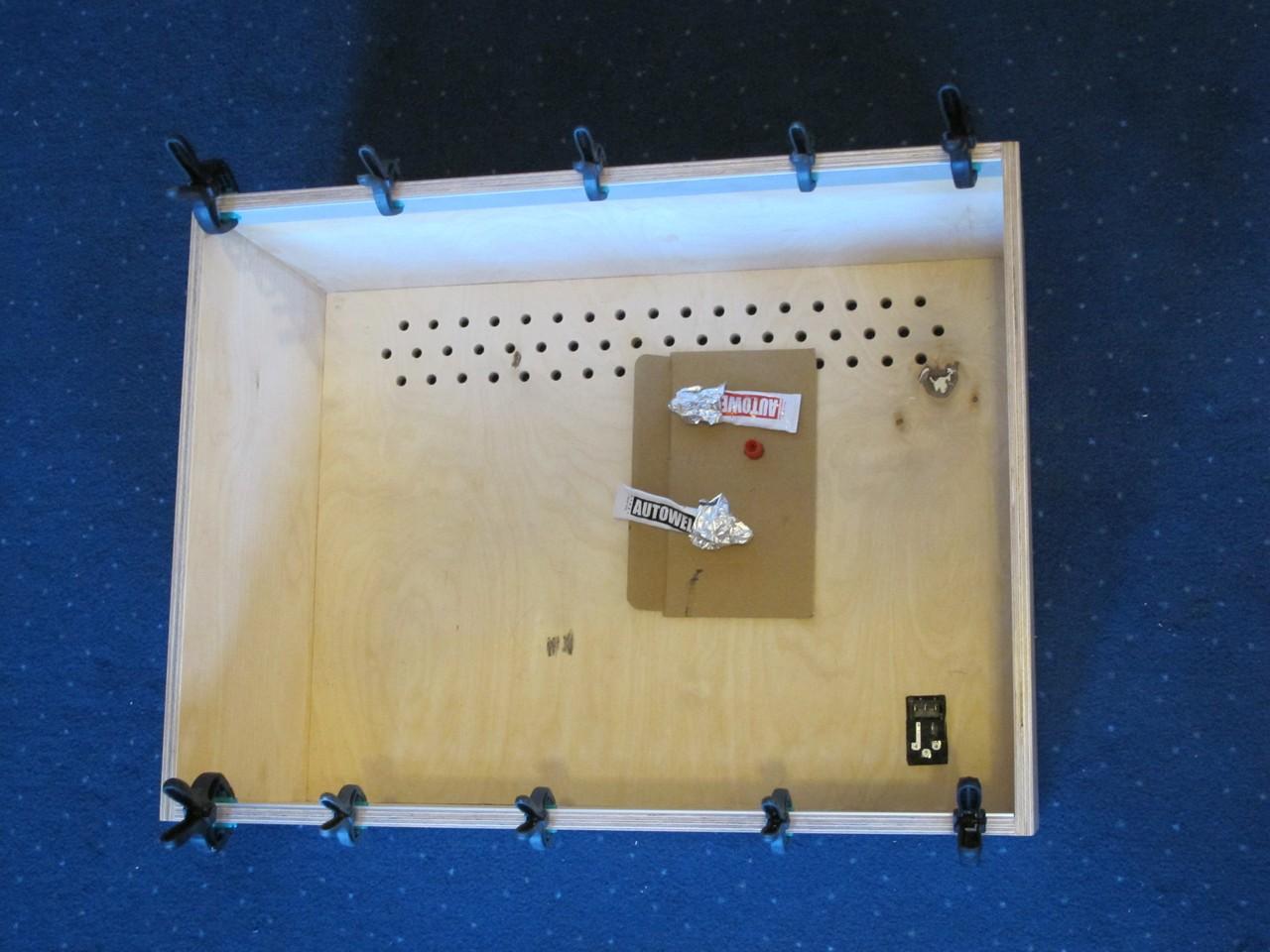 Glueing aluminium profile to wooden box
